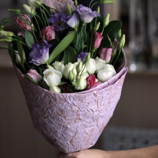 Букет с эустомой и розой