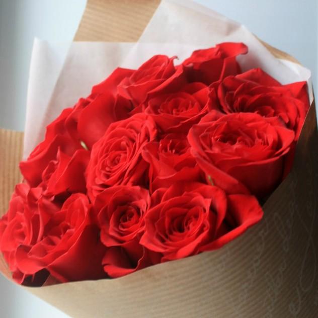 15 роз в крафте