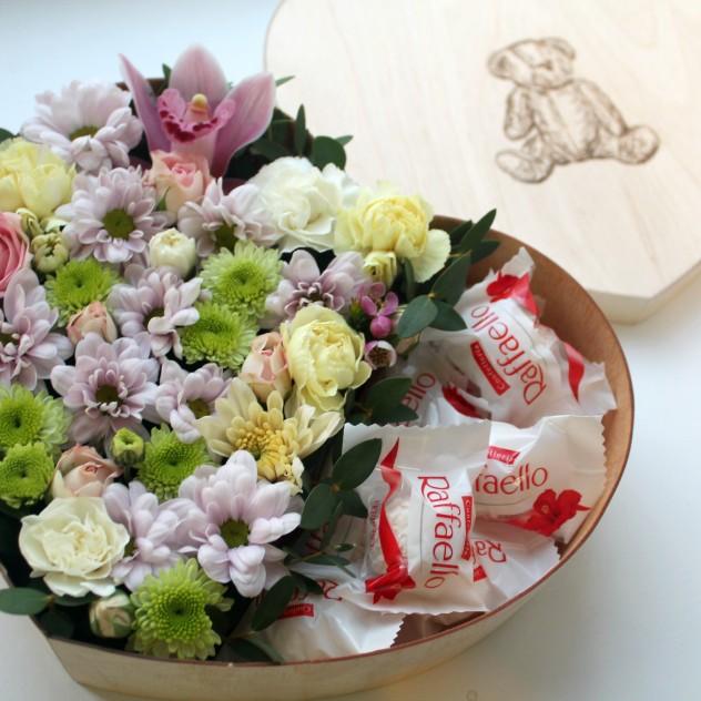 """Цветочное сердце с конфетами """"Raffaello"""""""