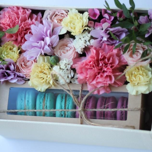 """Цветочная коробка """"Сладость"""""""